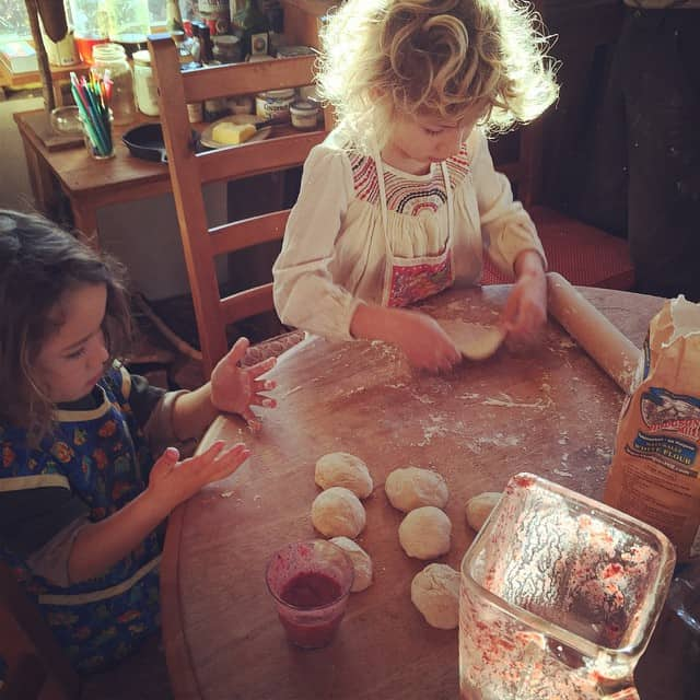 It's Kid Kitchen morning! On the menu are Apple-blueberry-strawberry-coconut smoothies,…