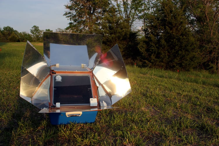 A solar oven is a fantastic way to cook and bake on your homestead. | Homestead Honey