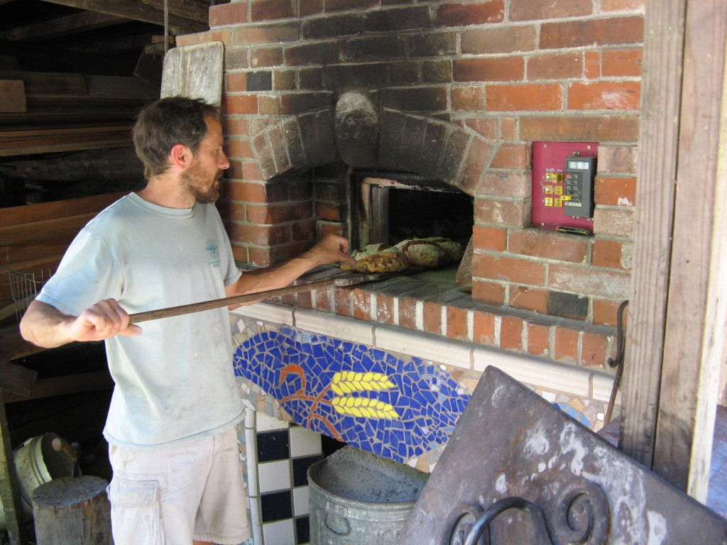 An Alan Scott style brick bread and pizza oven