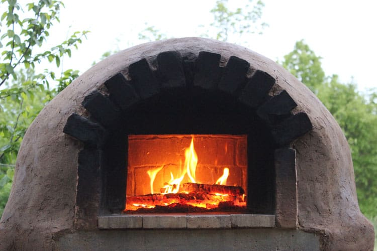 It is easy and fun to build your own outdoor pizza oven. The Backyard Bread & Pizza Oven eBook has full plans to walk you through the process! | Homestead Honey